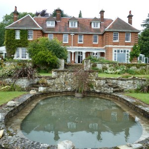 Island House, Oval pool